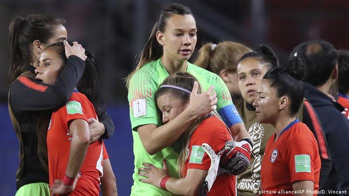 FIFA Frauen-WM 2019 | Thailand - Chile (picture-alliance/AP Photo/D. Vincent)