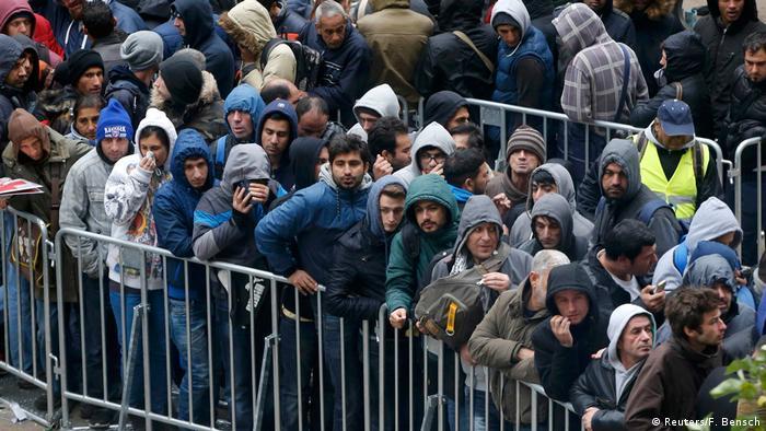 Em 2015, requerentes de refúgio formavam filas em Berlim