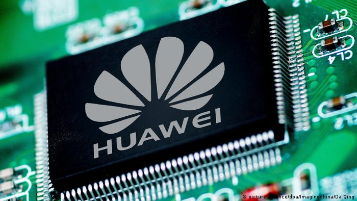 Computer chip with the name Huawei on it