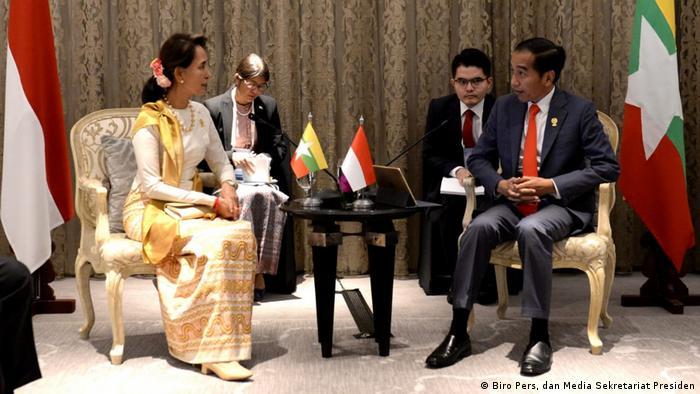 La ASEAN quiere abordar también la crisis rohinyá, tema que Birmania, encabezada por la premio Nobel de la Paz y líder de facto del Gobierno, Aung San Suu Kyi, ha mantenido vetado.