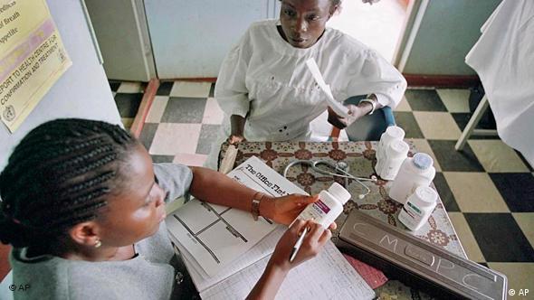 Woman receice HIV/Aids drugs in a clinic in Nigeria