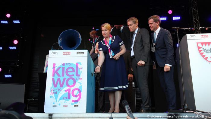Family Minister Franziska Giffey on stage with Daniel Günther and Klaus Schlie