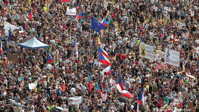 Протестувальники вимагають відставки прем'єра