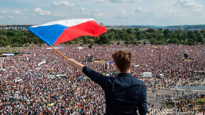 250 tys, osób uczestniczyło w niedzielnym proteście w Pradze