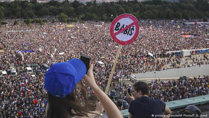 Tschechien Protestkundgebung fordert Rücktritt des tschechischen Premierministers Andrej Babis in Prag