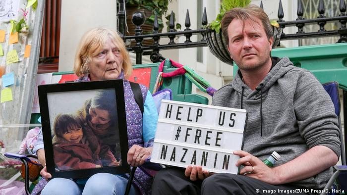 ریچارد راتکلیف، همسر نازنین زاغری و تلاش برای آزادی او از زندان اوین. در عکس مادر همسر نازنین زاغری نیز دیده میشود
