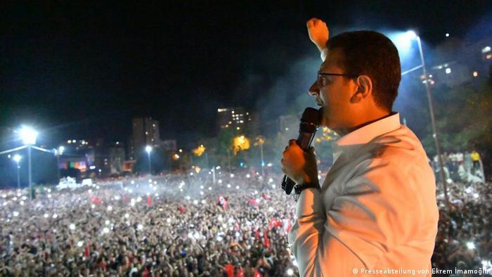 Türkei Rede des neuen Bürgermeister von Istanbul, Ekrem Imamoglu | Anhänger in Beylikdüzü