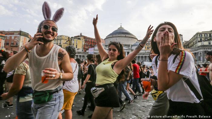 Neaple Pride of Naples 2019 (picture-alliance/Pacific Press/A. Balasco)