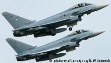 ARCHIV - 30.05.2008, Laage: Auf dem Fliegerhorst Laage bei Rostock starten zwei Eurofighter zu einer Übung. (zu dpa «Zwei «Eurofighter» in Mecklenburg-Vorpommern abgestürzt») Foto: Bernd Wüstneck/zb/dpa +++ dpa-Bildfunk +++ | Verwendung weltweit
