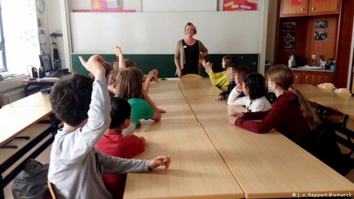 Juliane von Reppert-Bismarck addresses a class of schoolchildren in Brussels