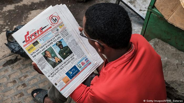 A man reads an Ethiopian newspaper (Getty Images/AFP/E. Soteras)