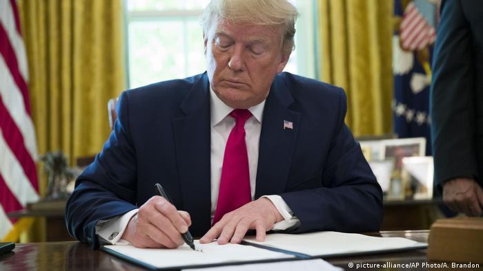 USA Washington Donald Trump unterschreibt Executive Order zu Iran
