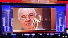 Altbundeskanzler Helmut Kohl ist am Donnerstag, 26. November 2009, bei der Verleihung des Bambi 2009 Medienpreises in Potsdam, Brandenburg, auf einer Videowand zu sehen. Kohl wurde der Milennium Bambi in seinem Haus bei Ludwigshafen ueberreicht. (AP Photo/Gero Breloer) --- Former German Chancellor Helmut Kohl is seen on a video wall during the Bambi 2009 media award ceremony in Potsdam, Germany, Thursday, Nov. 26, 2009. He was awarded the Milennium Bambi at his home near Ludwigshafen. (AP Photo/Gero Breloer)