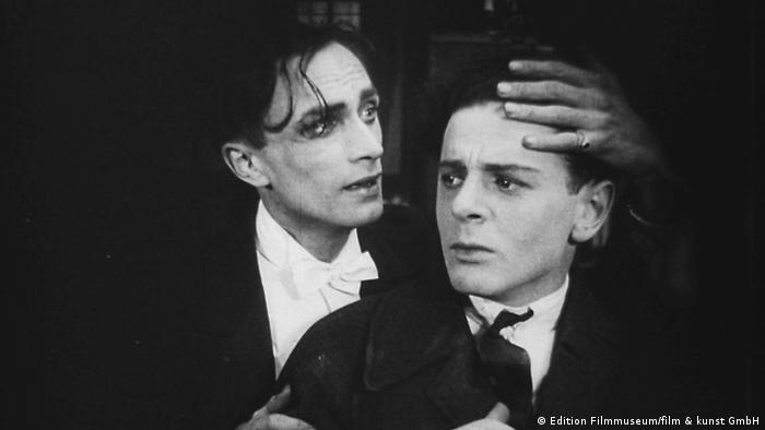 Film still Different from the Others, a man holds the side of another man's head (Edition Filmmuseum/film & kunst GmbH)