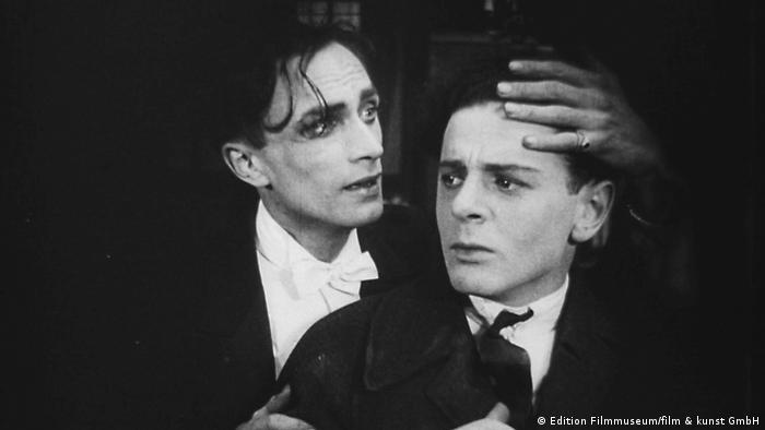 Diferente de los demás es considerada la primera película del mundo sobre la homosexualidad.