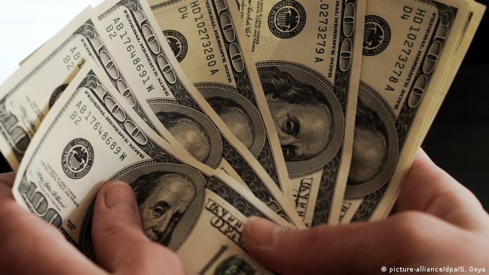 Symbolbild   Dollar Scheine