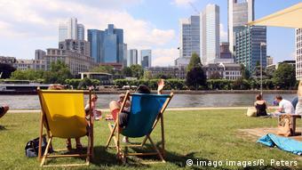 Στα μέσα του 20ου αιώνα καταγράφονταν κατά μέσο όρο μόλις τέσσερις μέρες το χρόνο κατά τις οποίες η θερμοκρασία στη Γερμανία ξεπερνούσε τους 30 βαθμούς Κελσίου ενώ το 2018 ήταν 20 μέρες