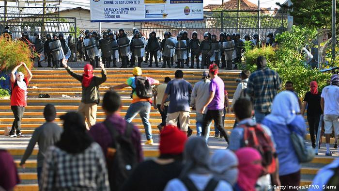 Protesto contra o governo na Universidade Nacional Autônoma de Honduras, em Tegucigalpa