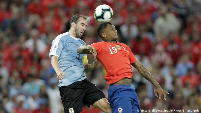 Fußball Africa Cup of Nations 2019 | Uruguay - Chile (picture-alliance/dpa/AP Photo/S. Izquierdo)