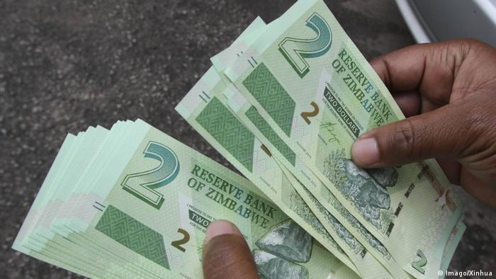 Zimbabwe dollar in 2016 (Imago/Xinhua)