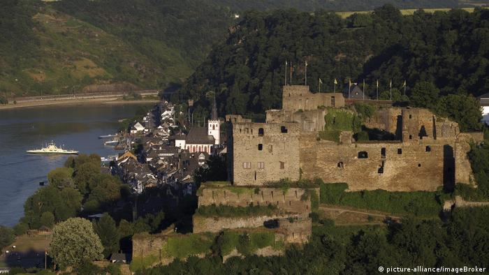 Rheinfels Castle on the Rhein River near the German town of St. Goar (picture-alliance/imageBroker)