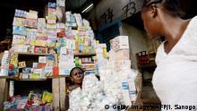 Elfenbeinküste Abidjan Medikamentenverkauf auf dem Markt