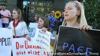 Протесты в Киеве у немецкого посольства