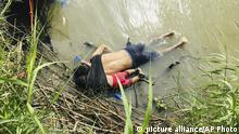 EDS NOTE: GRAPHIC CONTENT - The bodies of Salvadoran migrant Oscar Alberto Martínez Ramírez and his nearly 2-year-old daughter Valeria lie on the bank of the Rio Grande in Matamoros, Mexico, Monday, June 24, 2019, after they drowned trying to cross the river to Brownsville, Texas. Martinez' wife, Tania told Mexican authorities she watched her husband and child disappear in the strong current. (AP Photo/Julia Le Duc) |