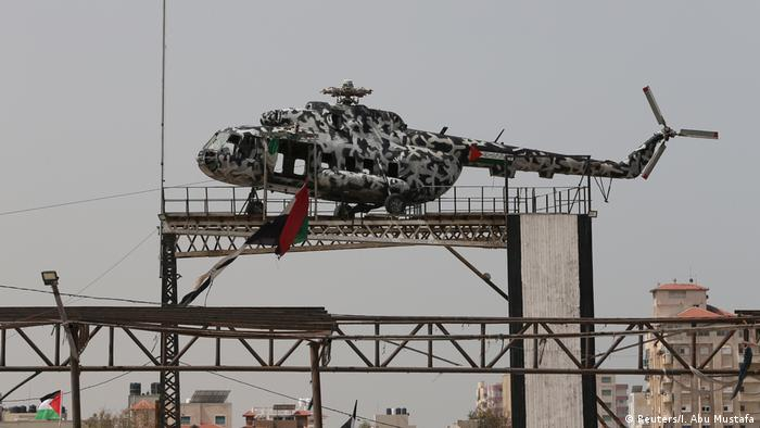 Jassir Arafats Hubschrauber als Ausstellungsstück in Gaza-Stadt (Reuters/I. Abu Mustafa)