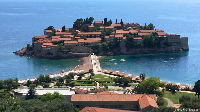 Sveti Stefan island hotel on Montenegro's Adriatic coast (DW/C. Deicke)