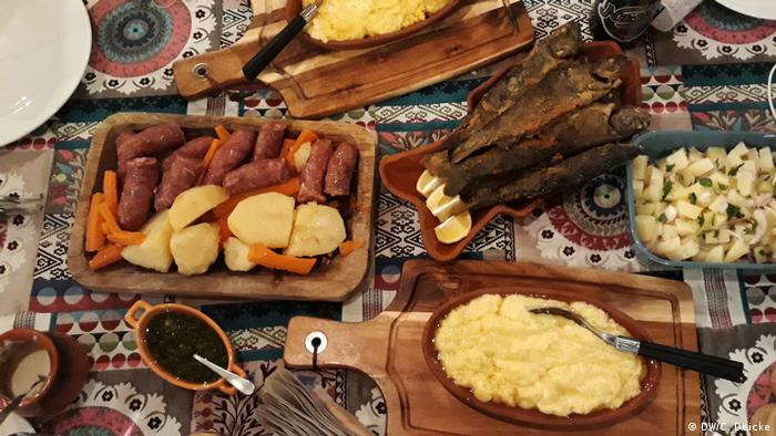 A typical meal in Montenegro (DW/C. Deicke)