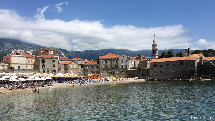 The beach at Budva (DW/C. Deicke)
