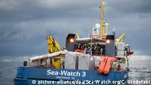 ARCHIV - 04.01.2019, ---: HANDOUT - Dieses von Sea-Watch.org zur Verfügung gestellte Foto zeigt am 04.01.2019 gerettete Migranten und neue Besatzungsmitglieder an Bord der Sea-Watch 3. (zu Rettungsschiff «Sea Watch 3» darf nicht in italienische Gewässer) Foto: Chris Grodotzki/Sea-Watch.org/dpa +++ dpa-Bildfunk +++ | Verwendung weltweit