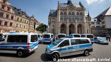 Police in Erfurt, Germany, evacuate city hall after bomb threat (picture-alliance/dpa/M. Reichel)