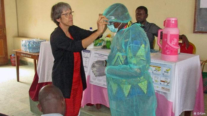 Gisela Schneider with a health worker wearing protedctive clothing(Difäm)