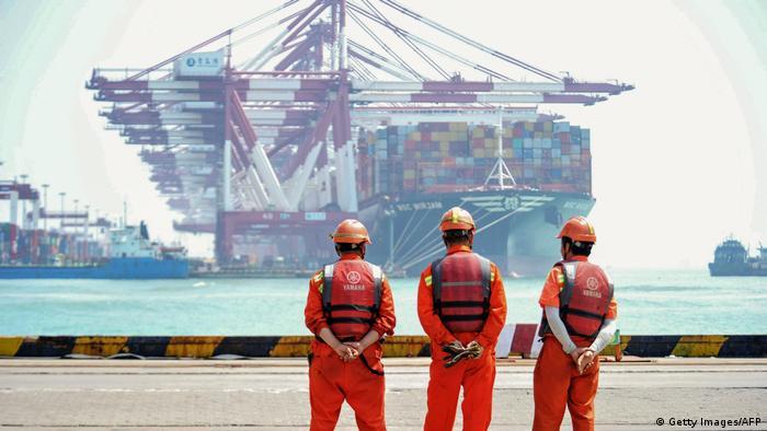 Контейнеровоз в китайском порту