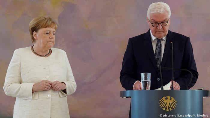 الرئيس الألماني شتاينماير والمستشارة أنغيلا ميركل (أرشيف)