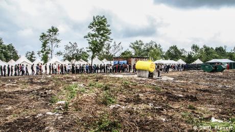 Bosnien Flüchtlinge aus Vucjak - Bihac (DW/D. Planert)