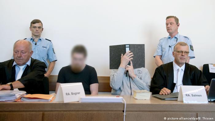 Optuženi Mario S. (lijevo) i Andreas V. u sudnici