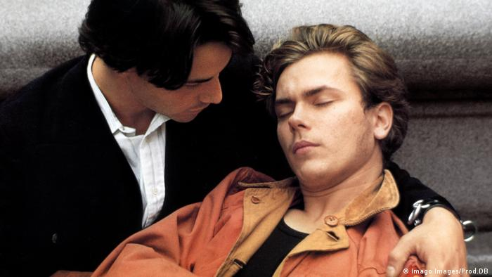 Film still MY OWN PRIVATE IDAHO: a man has his arm around another man, apparently asleep (Imago Images/Prod.DB)