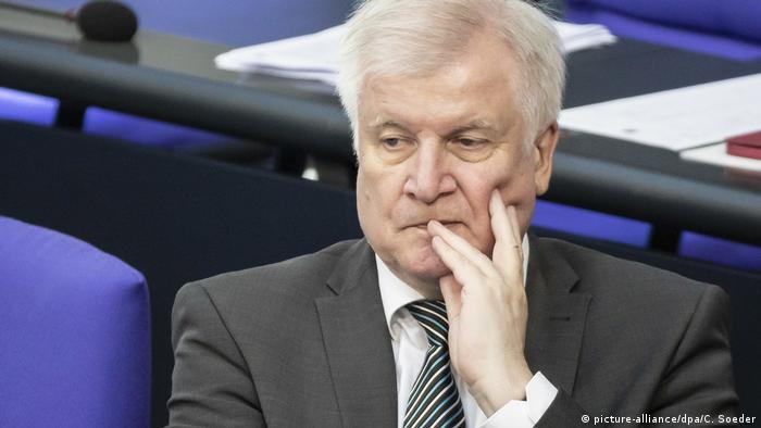 Berlin Bundestag | Horst Seehofer - Bundesinnenminister (picture-alliance/dpa/C. Soeder)