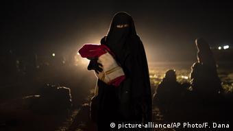 Ειδικά στις γυναίκες είναι δύσκολο να εξακριβωθεί και να αποδειχτεί ότι έχουν σχέσεις ή διασυνδέσεις με το ISIS