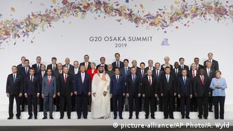 Japan G20 Gipfel Osaka Gruppenbild (picture-alliance/AP Photo/A. Wyld)