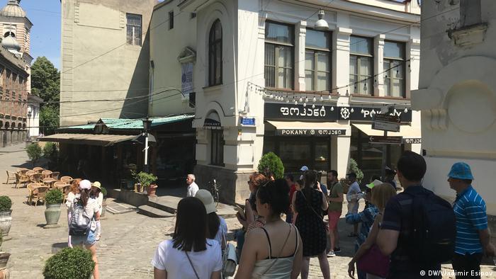 Иностранные туристы в Тбилиси