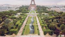 DW Euromaxx, Riesiges Graffiti vor dem Eiffelturm