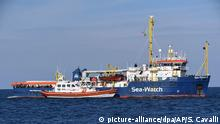 Italien Rettungsschiff Sea-Watch 3 (picture-alliance/dpa/AP/S. Cavalli)
