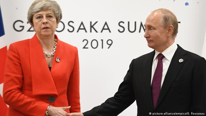 British Prime Minister Theresa May and Russian President Vladimir Putin (picture-alliance/empics/S. Rousseau)