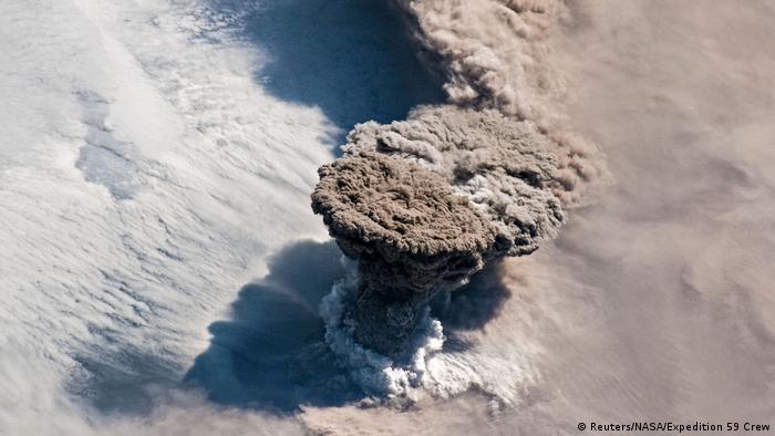 NASA Raikoke-Vulkan (Reuters/NASA/Expedition 59 Crew)