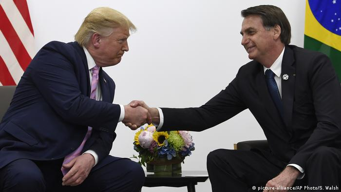 Japan Osaka | G20 Gipfeltreffen - Donald Trump und Jair Bolsonaro (picture-alliance/AP Photo/S. Walsh)