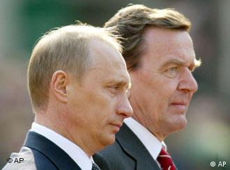 Schröder will meet Putin in Moscow to commemorate WWII's end